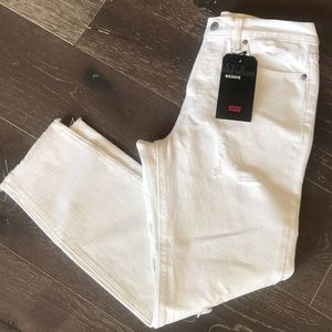 {Levi's} Wedgie High-Rise White Jeans. Size 28.